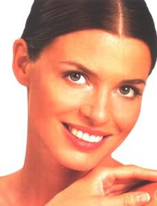 Dit is een liftende behandeling met vitamine C. Deze behandeling heeft een drievoudige werking: hij verstevigt, lift en ontspant. Het is een oppepbehandeling met sinaasappelextracten die de huid doen herleven. Deze behandeling is vooral geschikt voor bruiden en bruidsmoeders om er stralend uit te zien.